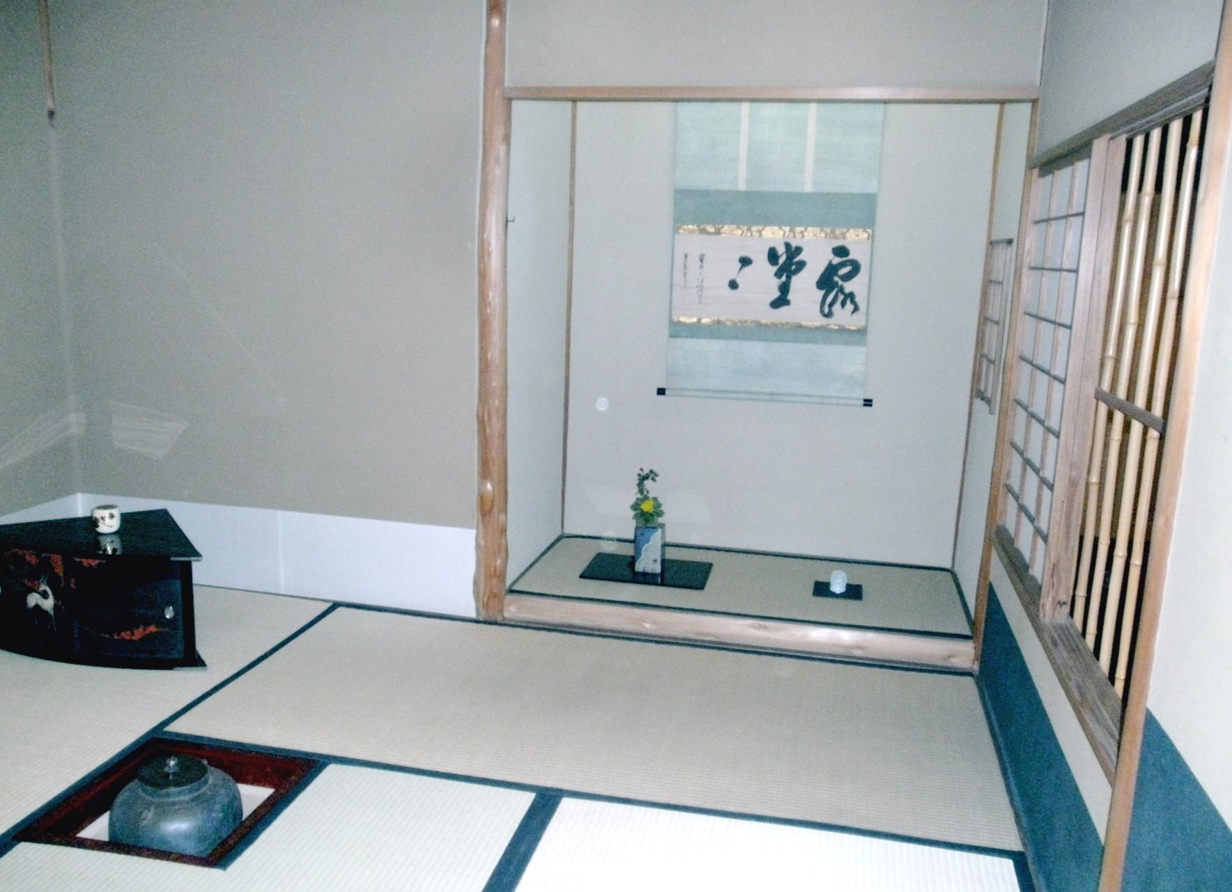 ホテルオークラ東京茶室聴松庵本席 棚 扇秋棚