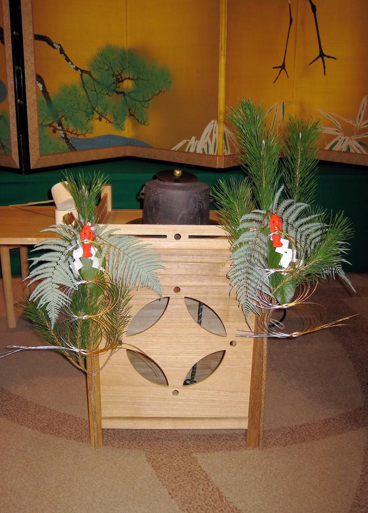 海老、𣜿葉、シデ、裏白、松の御飾り(京王プラザホテル)
