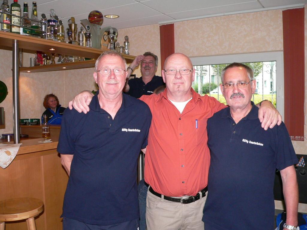 D. Löhr freut sich sehr über Wiedersehen mit Altmeistern W. Hiller und G. Kraus (beide GSVg SB)