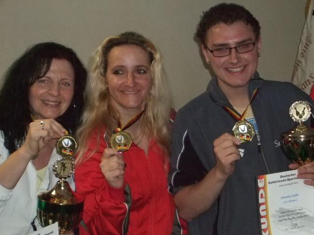 Strahlende Gesichter für Goldmedaillen-Gewinner Seniorin: Rück, Damen: Jenatte Weidel (GSV Erfurt), Junioren: Sebastian Keller