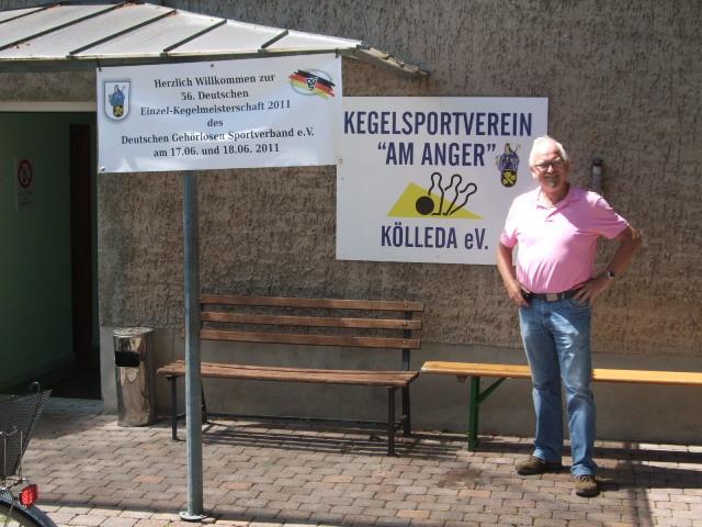 Otto vor dem Keglerheim
