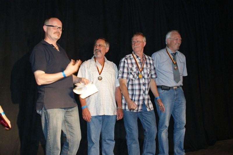 Senioren B - Einzel Deutscher Rekord für W. Hiller (2. von rechts)
