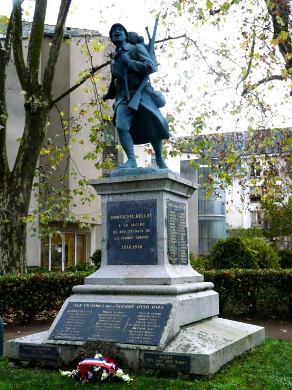 Monument aux morts de Montreuil-Bellay (49)