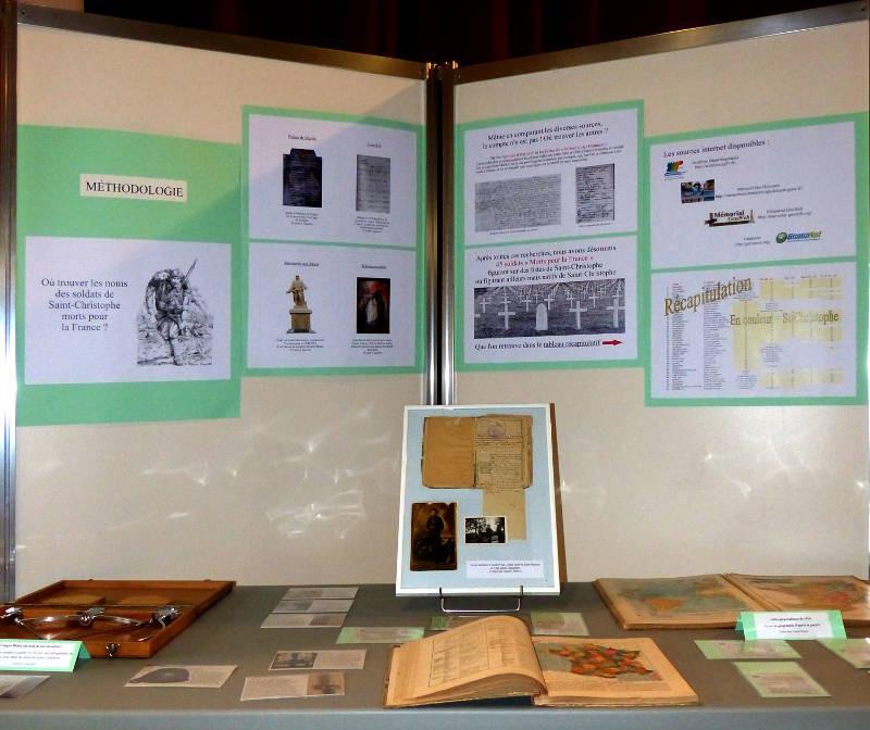 Un compas Didiée, la méthodologie, les livres de géographie et le livret militaire d'André Paul
