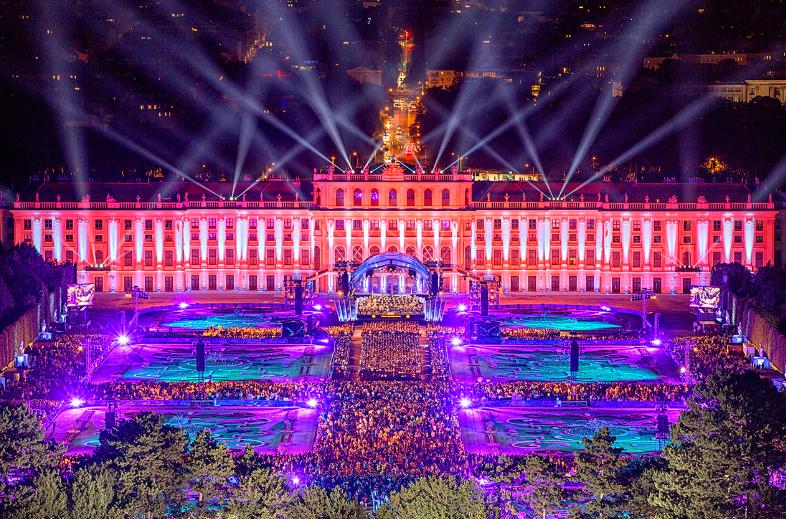 Das alljährliche Sommernachtskonzert gilt als Fixpunkt in Wiens Kulturszene. (c) Julius Silver