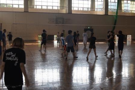 今年のスポーツ大会ではバレーボールを行いました。