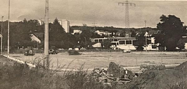 Der Stand der Bauarbeiten am neuen Rasenplatz (Anfang September 1993).