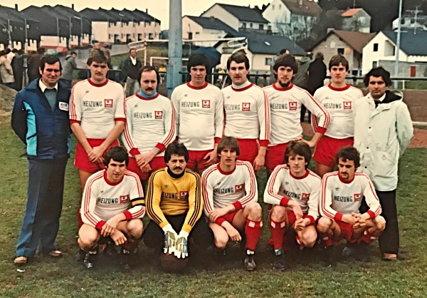 1. Mannschaft 1979 | (stehend) Betreuer Stachel, Redel jun., Rapräger, Linz, Betz, Bohnert, Becker, Trainer Redel | (kniend) Schmitt, Fusenig, Omlor, Luck, Stolz
