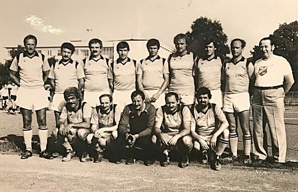 AH - Stadtmeisterschaft 1983 | (stehend) Trier, Scholl, Pfeifer, Schmitt, Linz, Strack, Wirth, Scherer, Betreuer Becker | (kniend) Walle, Fatscher, Jung, Rapräger, Heib