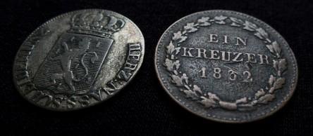Zwei nassauische Kreuzer-Münzen