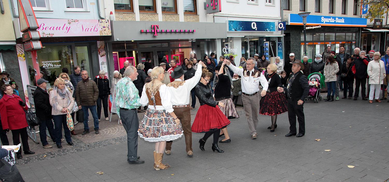 Square-Dance vor dem Museum