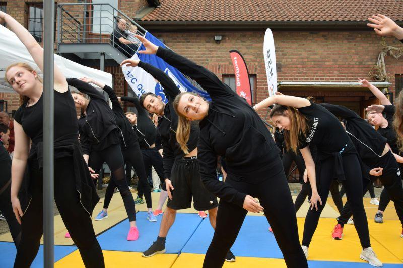 angehende Gymnastiklehrer und - lehrerinnen der Anna-Hermann-Schule aus Horrem
