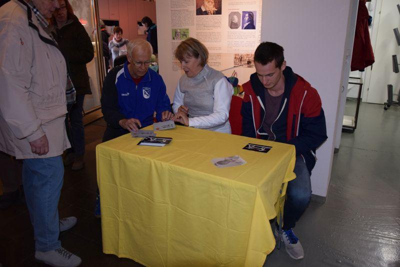 Autogrammstunde mit Astrid und Hermann Kircheis