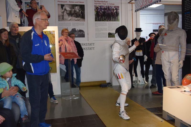 gekonnt ist gekonnt - Olympiasiegerin Ute Wessel in Position zum  Angriff
