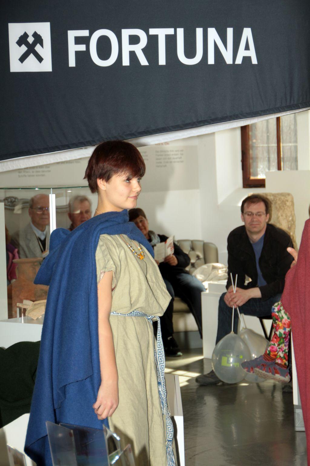Römerin mit Tunika
