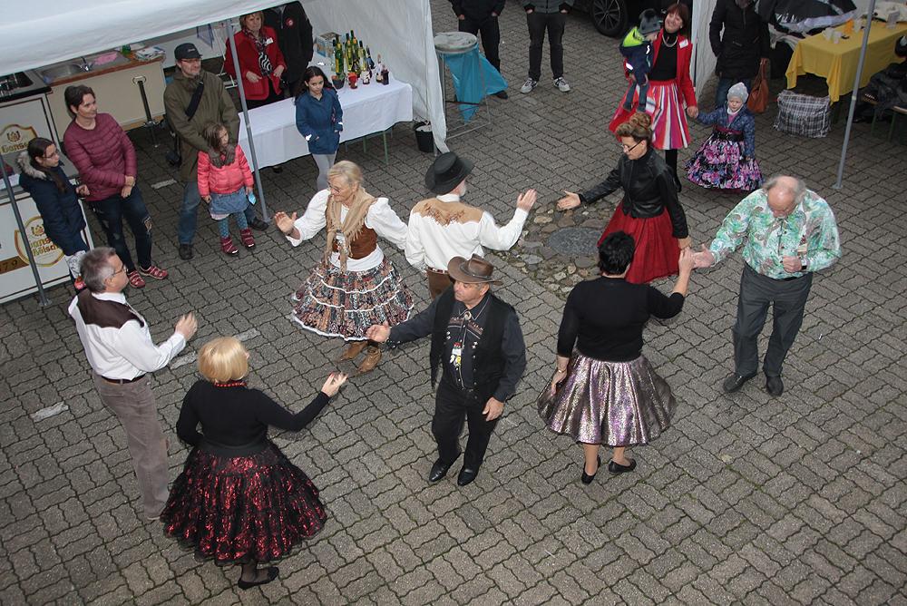 Square-Dance im Museumshof