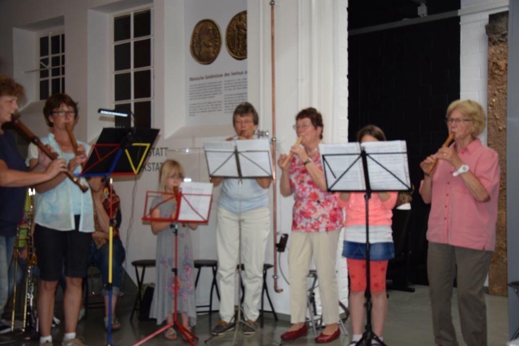 Die Flötengruppe von Martina Demontis sorgt für Atmosphäre.
