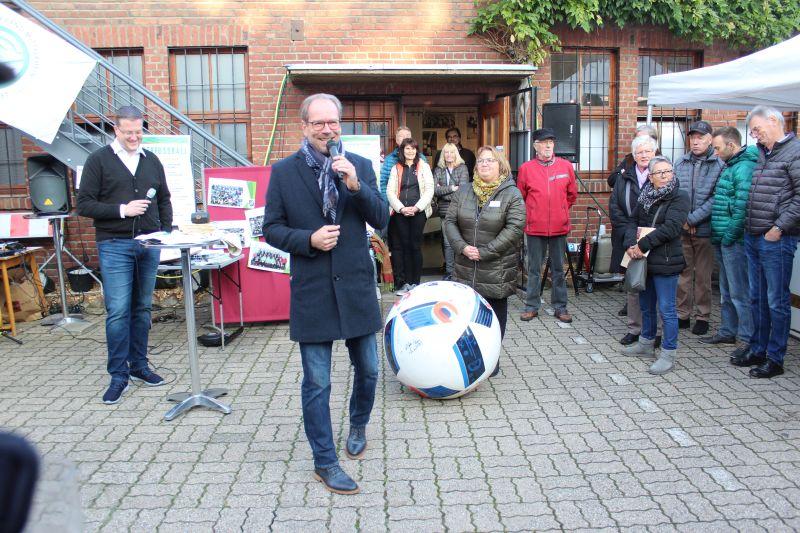 Bürgermeister Mießeler als Auktionator