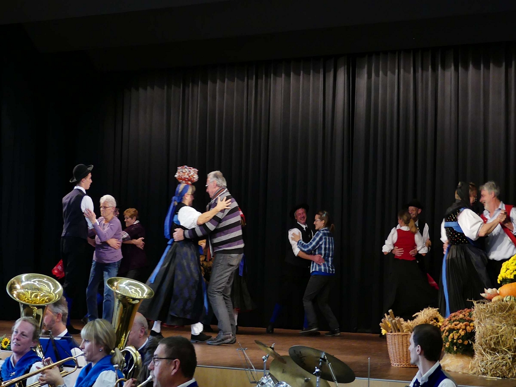 Eine alte Tradition wieder belebt - der Publikums-Tanz