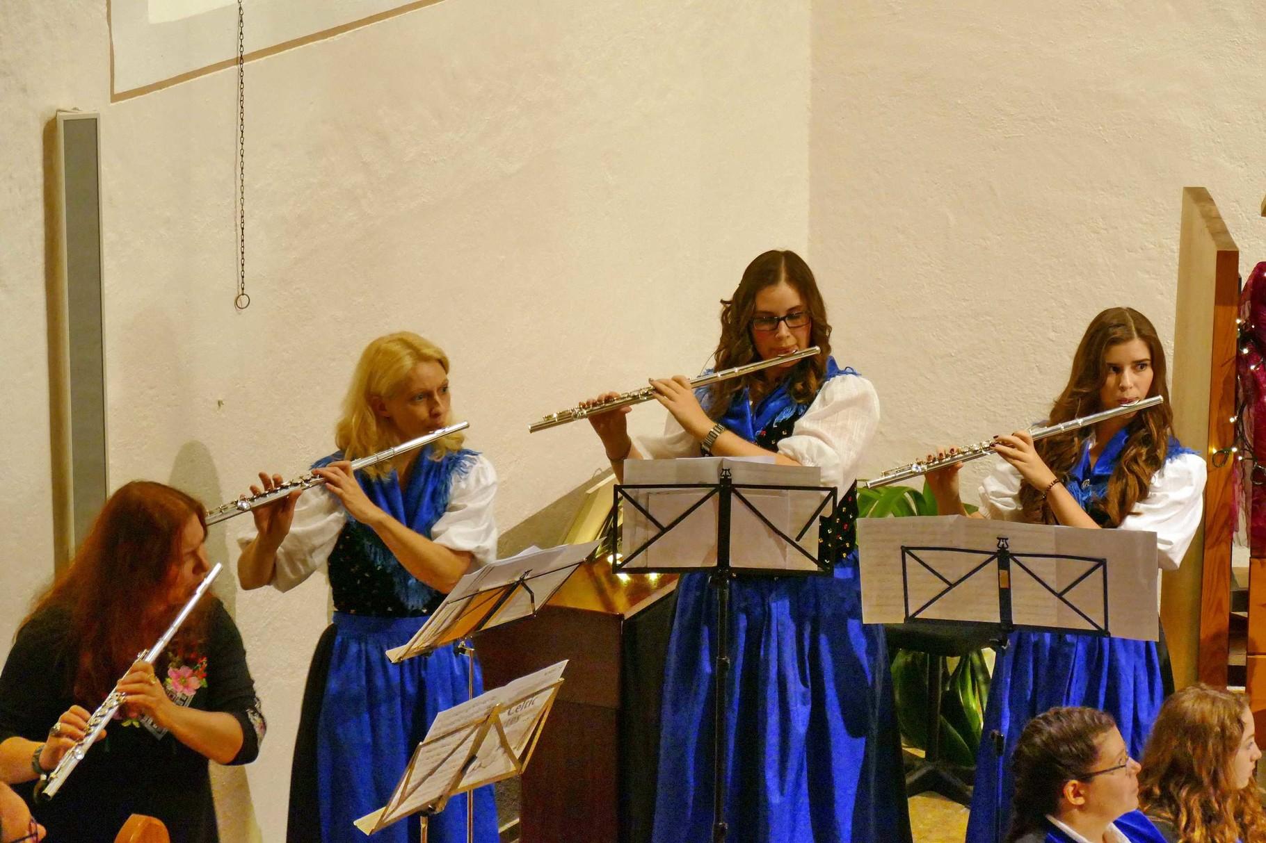 Die Solistinnen Irena Soloducha-Moleta, Monika Kretschmann, Julia Seeger und Jana Seeger bei Celtic Flutes