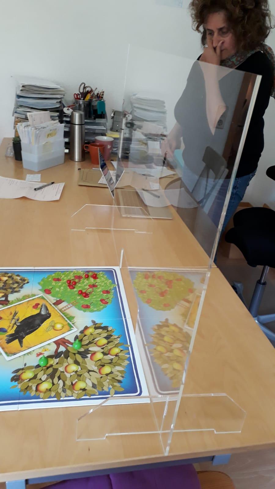 Plexiglas-Schutzwand
