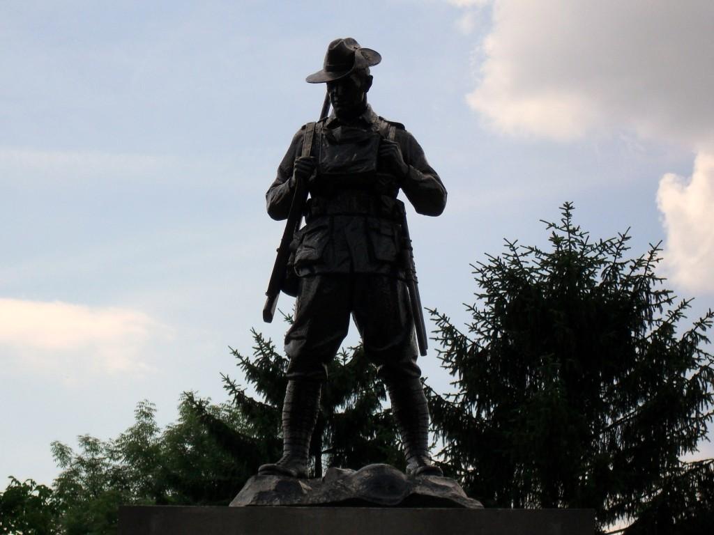 The Australian digger Mont-Saint-Quentin