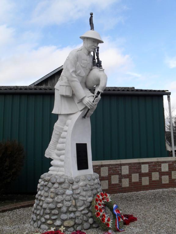 Piper's memorial, Longueval