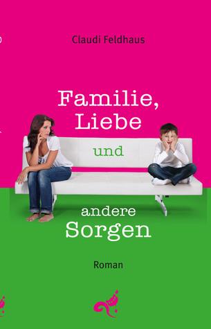 Cover »Familie, Liebe und andere Sorgen«: eine Frau mit dunklem Haar und heller Haut und ein Kind mit heller Haut sitzen auf einem weißen Sofa, sie beide tragen ein weißes Oberteil und blue Jeans. Sie sieht den Jungen an, er zieht einen Flunsch.