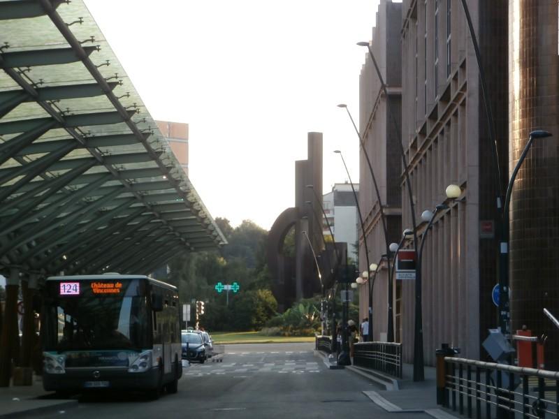 A la sortie 1 du RER Val de Fontenay, remonter l'avenue du Val de Fontenay