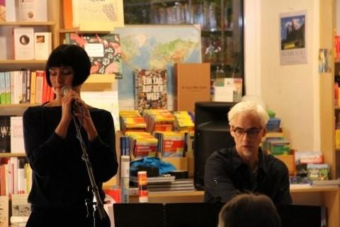 Monica Zeiner singt ihre Lieder