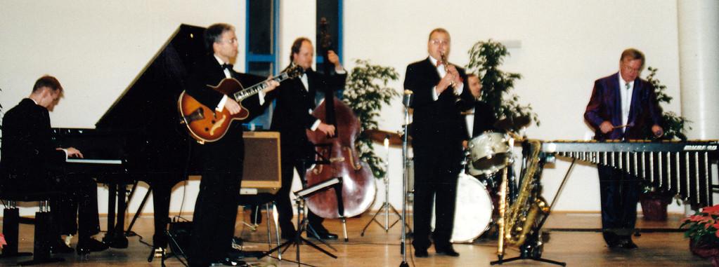 ENGELBERT WROBEL'S SWING SOCIETY & HAZY OSTERWALD  (2002)