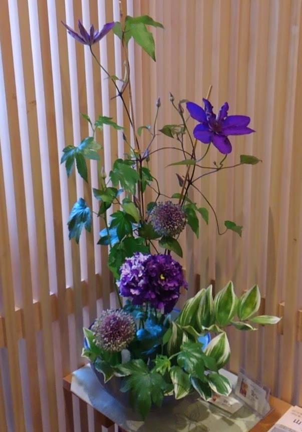 6月初夏紫をメインにクレマチスで爽やかに