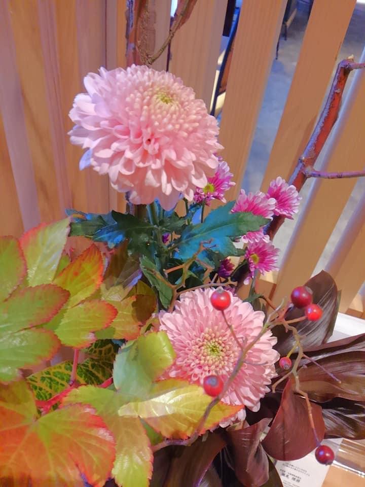 11月 可愛いポンポン菊をメインに
