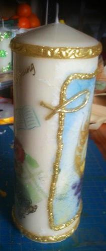 Diese Kerze symbolisiert einen christlichen Anlass. Gestaltung möglich...