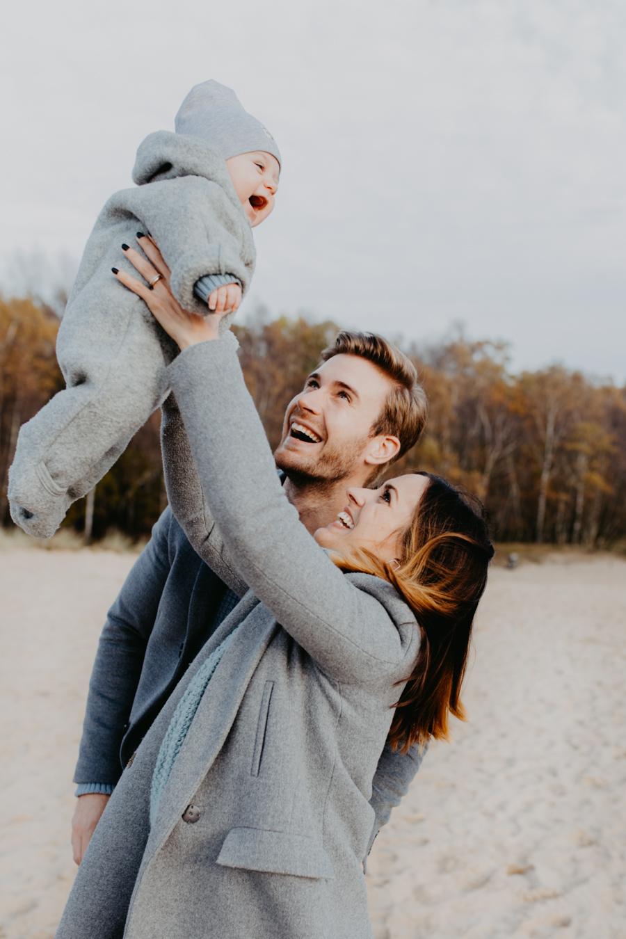 Fotograf für Familienfotos in Hamburg mit Baby