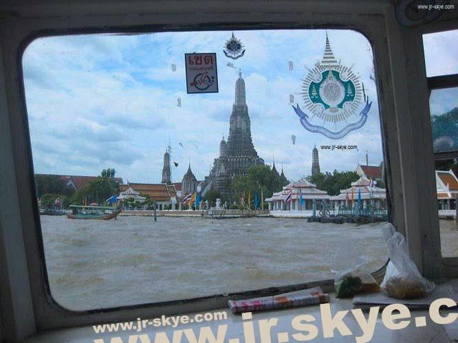 Wat Arun, Bangkok, TH (13° 45′ 0″ N, 100° 31′ 0″ E)...