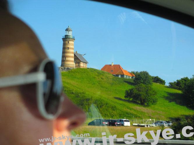 Öresundbrücke und Storebæltsbroen zwischen Odense/Kopenhagen/Malmö. Im Verlauf des Brückengeflechts entdeckt Ihr auf einer Insel bei Odense diesen Leuchtturm (Valdemars tårn)...