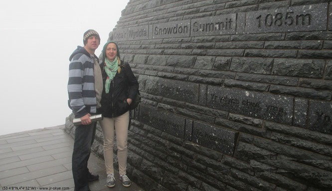 "Der Gipfel Eurer Reise, hier aus meinem Twitter-Feed: ""One of my favourites in Europe: standing on misty Mt. #Snowdon (53 4′8″N,4°4′32″W) #Wales #Cymru #Snowdonia at -7 degrees #visitwales""."