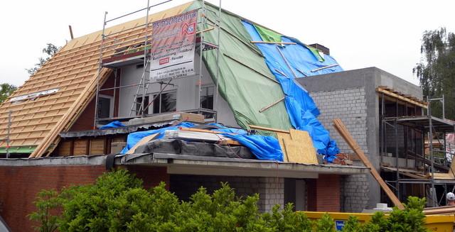 Dachsanierung  Holzfasserdämmung/ Tondachziegel/ Zink-Stehfaz