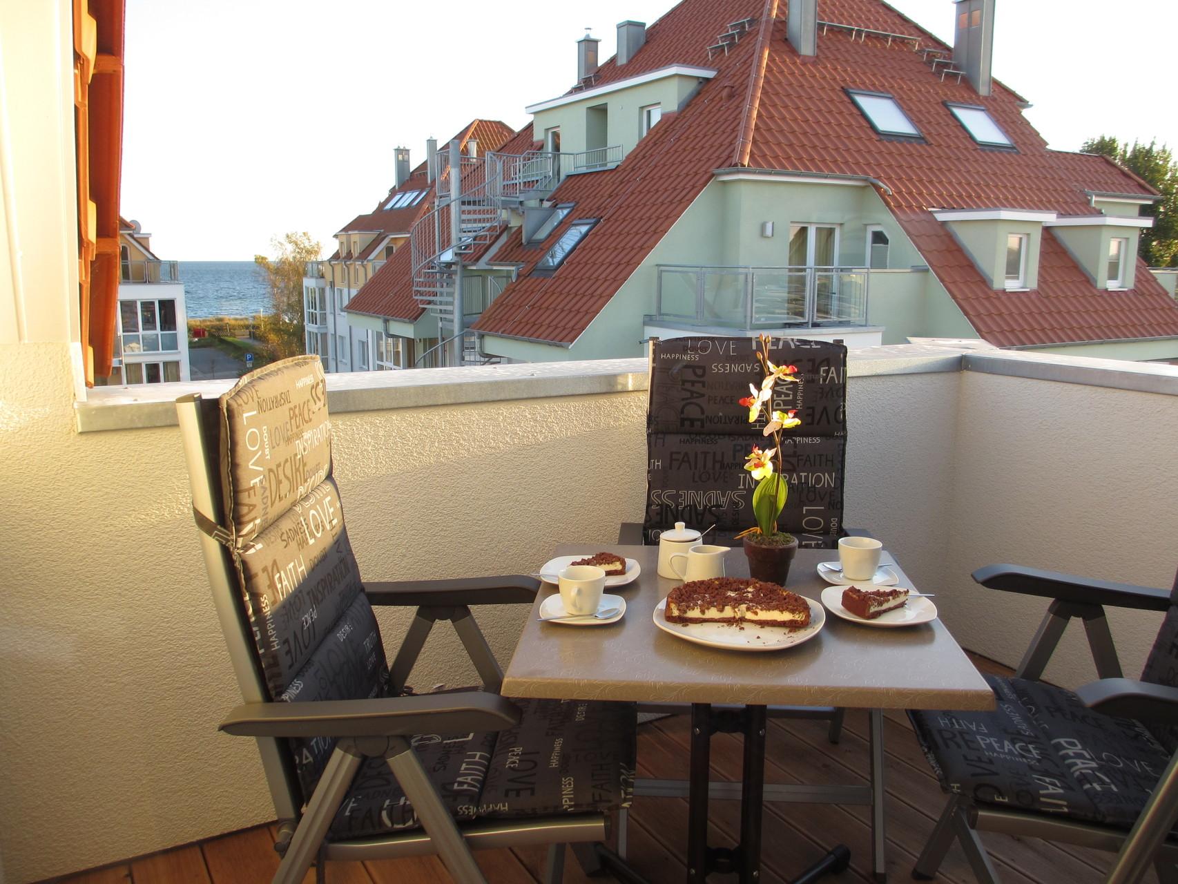 Terrasse mit 4 Gartenstühle und Auflagen