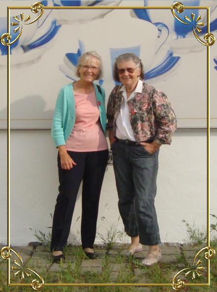 Besuch im Porzellan-Museum Augarten, Wien-Leopoldstadt, mit Elfriede und Hermi am 03.09.2015 (links Elfriede, rechts Christine)