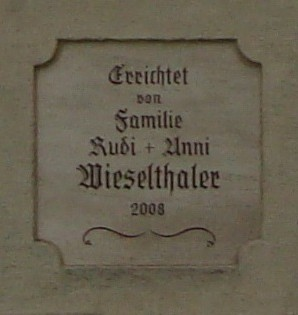 Marterlinschrift: Errichtet von Familie Rudi + Anni Wieselthaler 2008