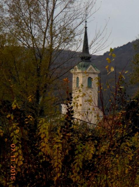 Turm der Wallfahrtskirche Mariabrunn vom Wientalweg aus betrachtet (Foto: Herma Exner)