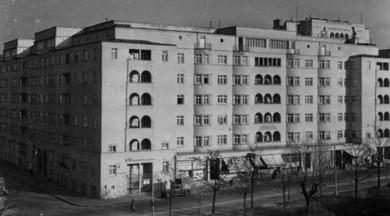 Reumannhof in Wien-Margareten. Am 12. Februar 1934 griffen Polizei- und Bundesheereinheiten kurz nach dem Beginn der Februarkämpfe den Reumanhof an und brachen den Widerstand des Republikanischen Schutzbundes.