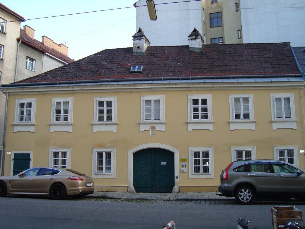 Altes Haus im Lichtental. 1090 Wien, Reznicekgasse 16
