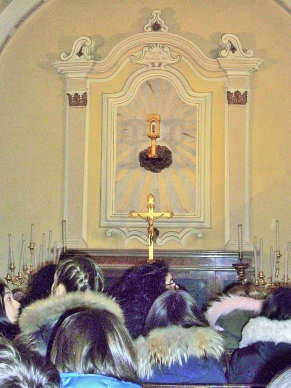 davanti la reliquia del miracolo eucaristico