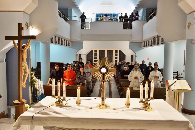 esperienza di adorazione eucaristica la sera
