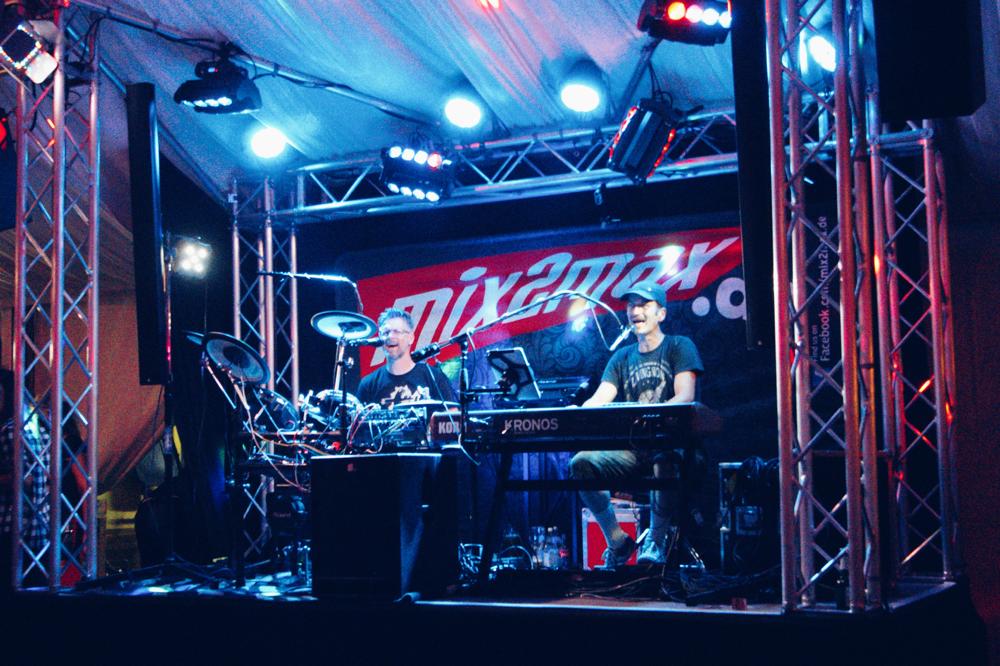Partyband & Hochzeitsband mix2max im Weinzelt auf dem Neumarkter Juravolksfest