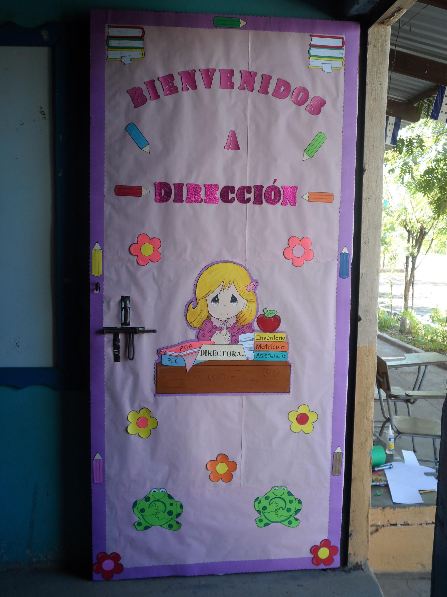 Decoraci n de puertas maestros por honduras for Decoracion de puertas infantiles