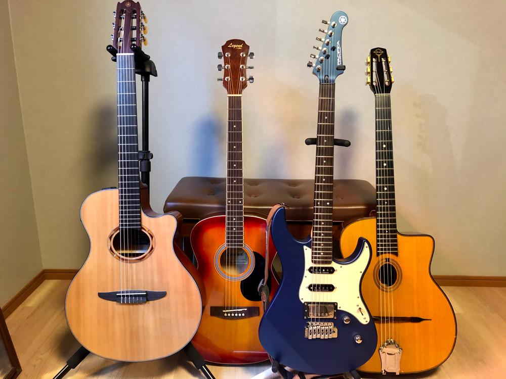 無料お貸出し用ギターも各種そろっています
